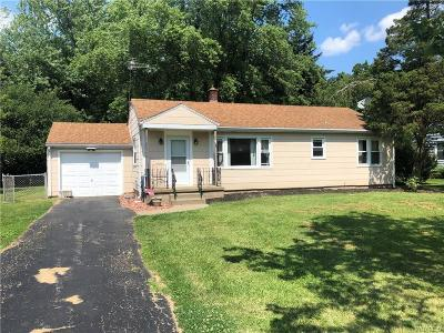 Lewiston NY Single Family Home For Sale: $145,900