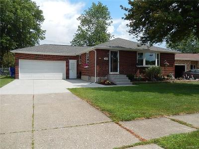West Seneca Single Family Home For Sale: 53 Waltercrest