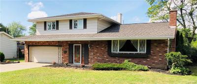 Amherst Single Family Home For Sale: 838 Edgewater Drive
