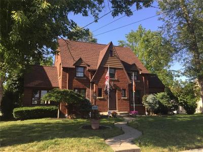 Niagara Falls Single Family Home For Sale: 8646 Champlain Avenue