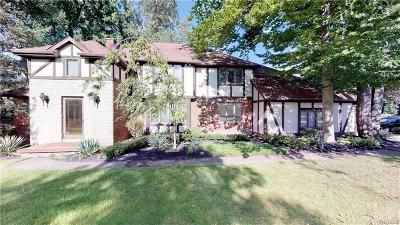 Erie County Single Family Home For Sale: 6 Deer Run Court