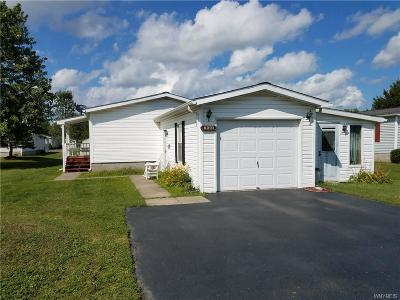 Niagara County Single Family Home For Sale: 6221 Corwin Station