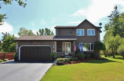 Niagara Falls Single Family Home For Sale: 8455 Carol Court