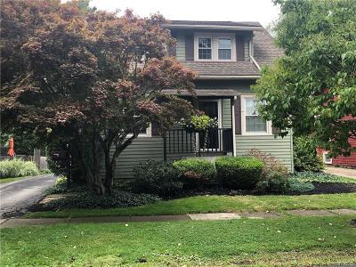 Hamburg Single Family Home For Sale: 72 Marengo Avenue
