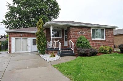 Erie County Single Family Home For Sale: 77 Jane Lane