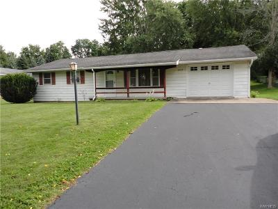 Niagara County Single Family Home For Sale: 5642 Leete Road
