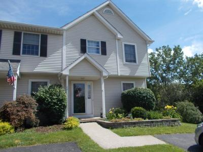 Livonia Condo/Townhouse C-Continue Show: 40 Old Meadow Court