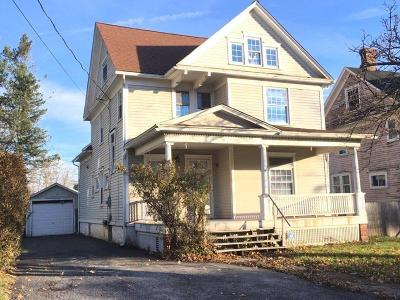 Single Family Home A-Active: 216 West Oak Orchard Street