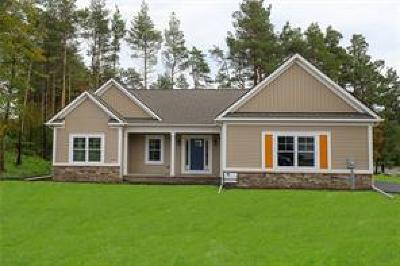 Canandaigua NY Single Family Home A-Active: $299,800