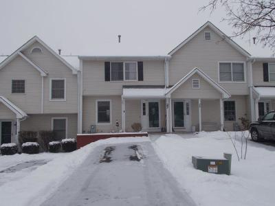 Livonia Condo/Townhouse C-Continue Show: 27 Old Meadow Court