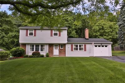 Single Family Home P-Pending Sale: 11 Country Corner Lane