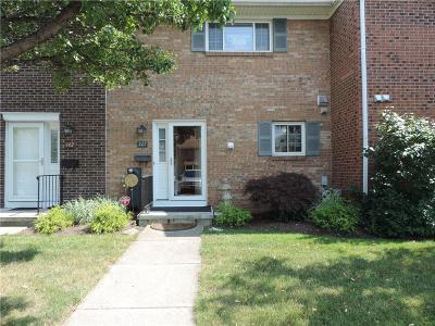 Canandaigua-City Condo/Townhouse A-Active: 141 Holiday Harbour