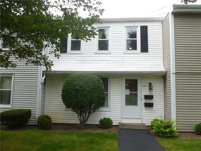 Webster Condo/Townhouse A-Active: 25 Summit Knolls Drive