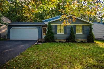 Penfield Single Family Home C-Continue Show: 40 Meadowlark Drive