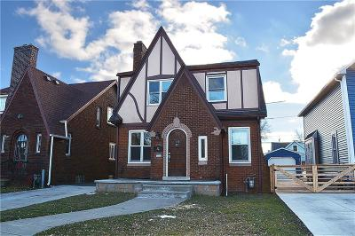 Single Family Home A-Active: 32 Woodward Avenue