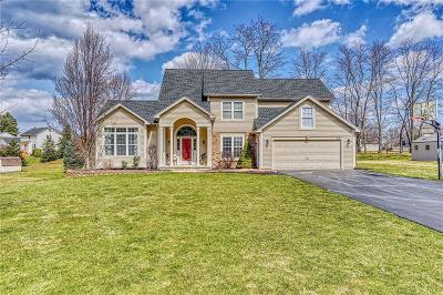 Webster Single Family Home U-Under Contract: 514 Willowgate Drive