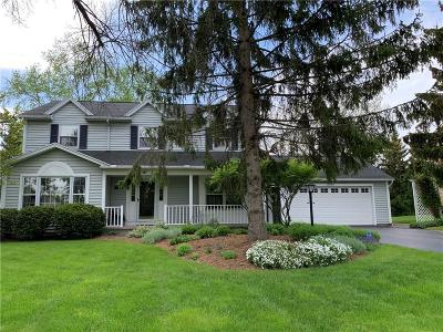 Pittsford Single Family Home For Sale: 141 Caversham Woods