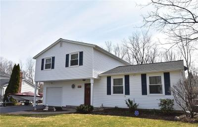 Single Family Home U-Under Contract: 208 Hilltop Lane