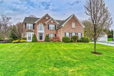 Perinton Single Family Home For Sale: 80 Chadwick Manor