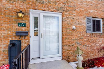 Condo/Townhouse A-Active: 141 Holiday Harbour
