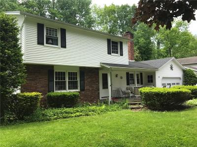 Perinton Single Family Home For Sale: 108 Brentwood Lane