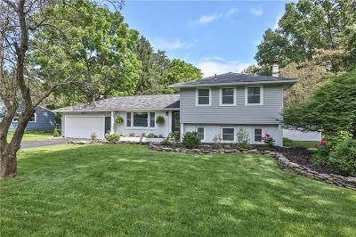 Perinton Single Family Home For Sale: 26 Sandle Drive