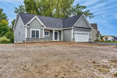 Webster Single Family Home For Sale: 266 Gallant Fox Lane