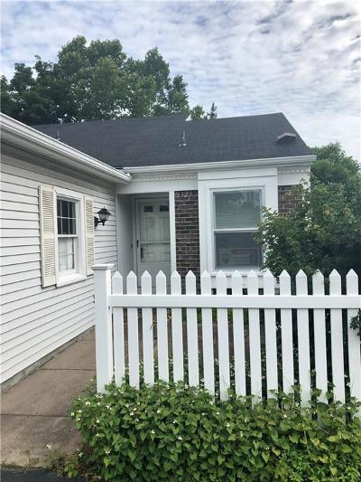 Perinton Single Family Home For Sale: 18 Duxbury