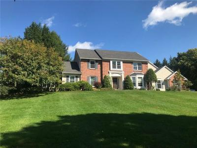 Perinton Single Family Home For Sale: 70 Old Stonefield Way