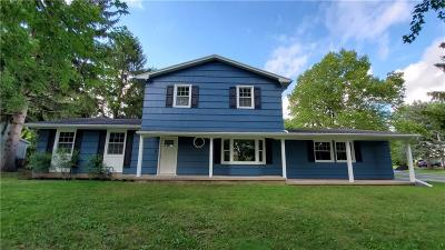 Penfield Single Family Home For Sale: 16 Putting Green Lane