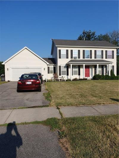 Monroe County Single Family Home For Sale: 125 Leanna Crescent