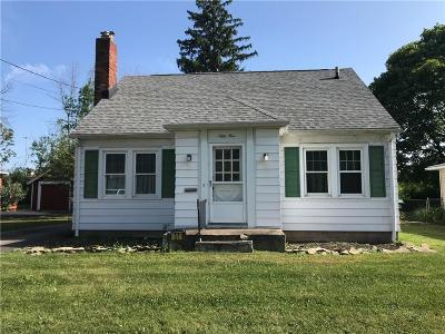 Rochester Single Family Home For Sale: 51 Westmoreland Drive