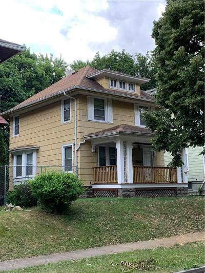 Rochester Single Family Home For Sale: 327 Rosewood Terr