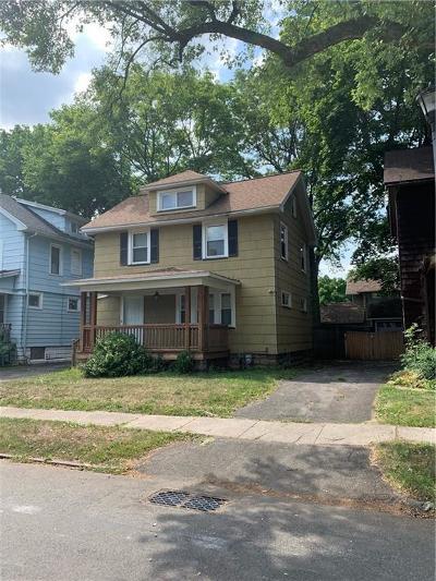 Rochester Single Family Home For Sale: 171 Edgeland St