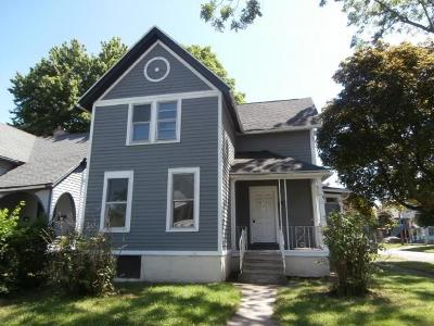 Rochester Single Family Home For Sale: 214 Parkway