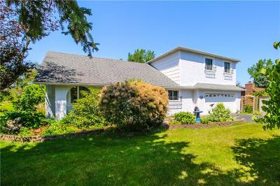 Monroe County Single Family Home For Sale: 106 Parkway View