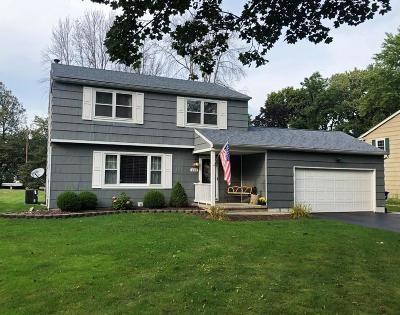 Monroe County Single Family Home For Sale: 216 Berkshire Drive