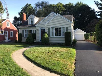 Irondequoit Single Family Home For Sale: 33 Manor Drive