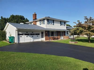Rochester Single Family Home For Sale: 110 Eagle Rock Drive