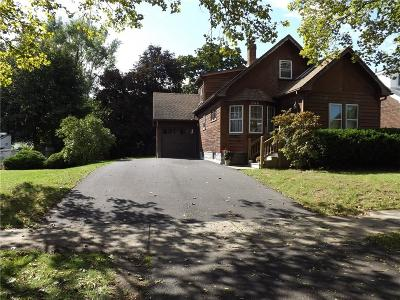 Rochester Single Family Home For Sale: 246 Crestwood Boulevard
