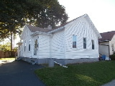 Rochester Single Family Home For Sale: 49 Angle Street
