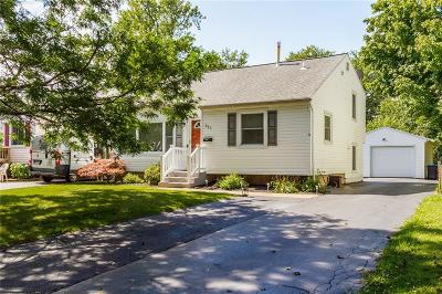 Rochester Single Family Home For Sale: 227 Wood Rd