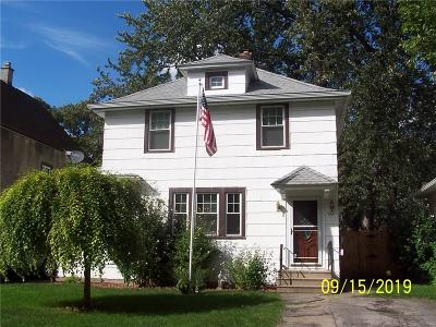 Rochester Single Family Home For Sale: 122 Cherry Road