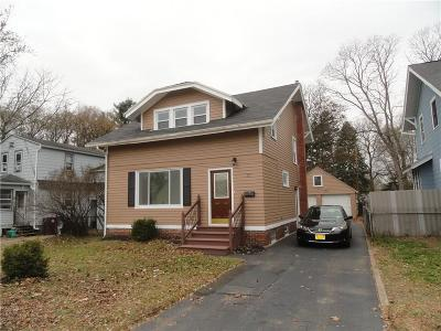 Rochester Single Family Home For Sale: 37 Red Oak Drive