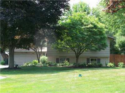 Single Family Home Sold: 293 Eileen Dr