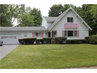 Single Family Home Sale Pending: 15 Bryn Mawr Rd