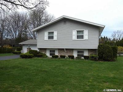 Irondequoit NY Single Family Home Sale Pending: $139,900