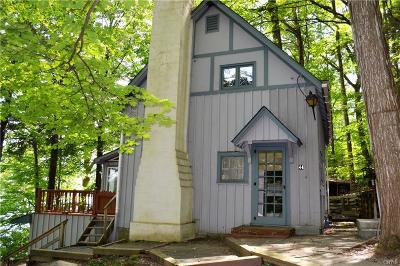 Niles Single Family Home A-Active: 44 Ridings Drive