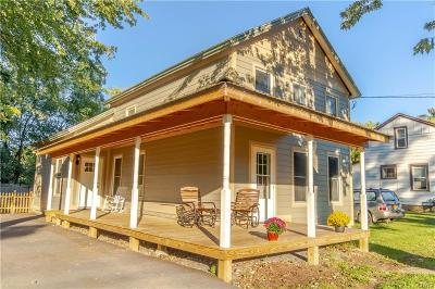 Jefferson County Single Family Home For Sale: 211 E Main Street