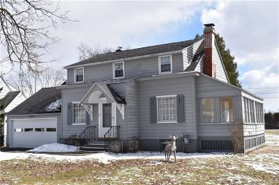 New Hartford Single Family Home C-Continue Show: 108 Winchester Drive